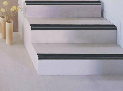 Nez de marche escalier carrelage emac nez de marche for Nez de marche carrelage escalier