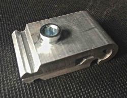 Poteau multi directionnel / Pince avec vis de serrage