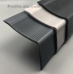 Nez de marche PVC 60x40 mm